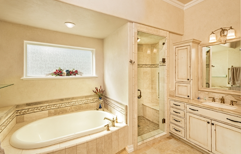 Master Tub and Steam Shower